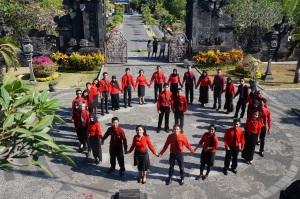 Delegasi IMYEP 2014 berfoto bersama di Museum Bajra Sandhi, Bali
