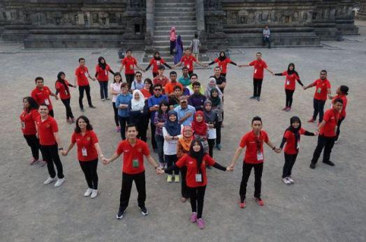4 (Kunjungan delegasi Indonesia dan Malaysia ke Candi Prambanan)